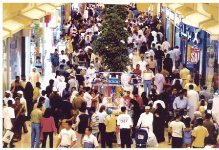 descriptive essay about a crowded shopping mall